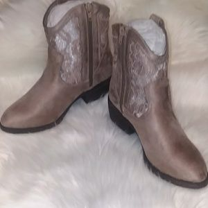🔥Taupe Ankle Boots w/Lace Detail (NIB)